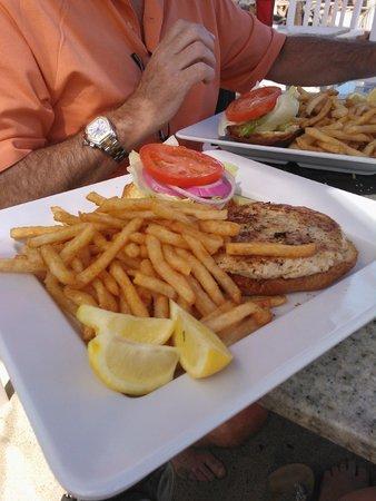 Paradise Cove Beach Cafe: Seafood Burger