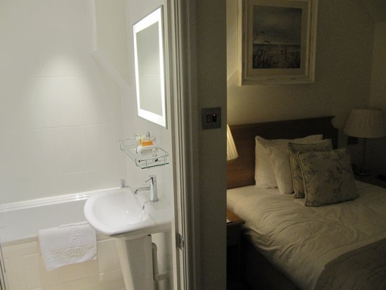 The Royal Duchy Hotel: My Single inland room