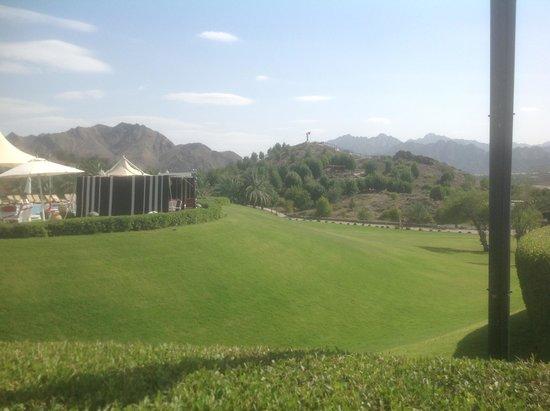 JA Hatta Fort Hotel : Extensive gardens
