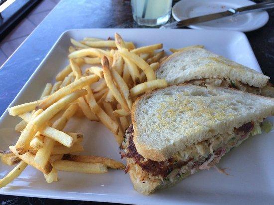 Bistro Boudin : crab cake sandwich w/ fries