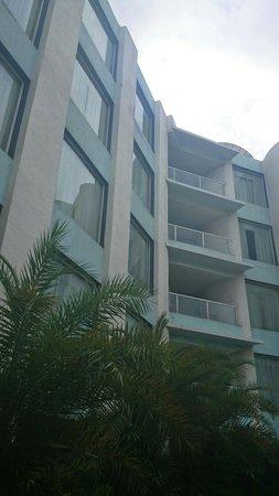 Waterstones Hotel: Building