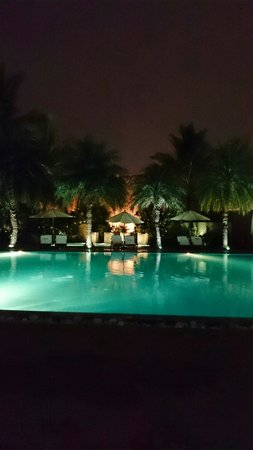 Waterstones Hotel: Swimming pool at night