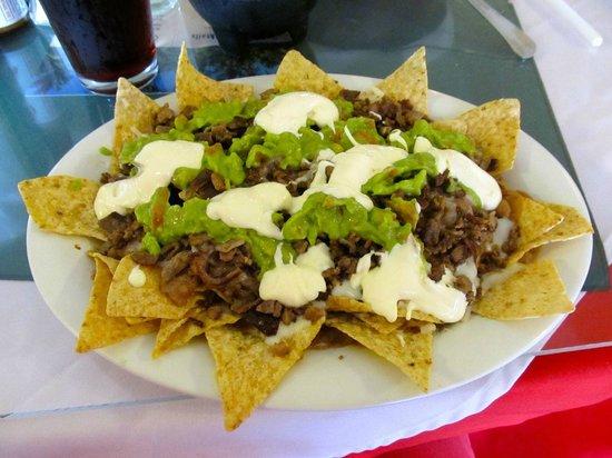 Mar Y Mar: Lousy nachos