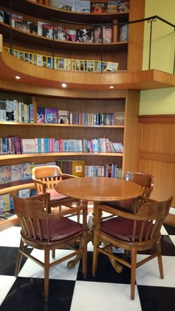 Waterstones Hotel : Library