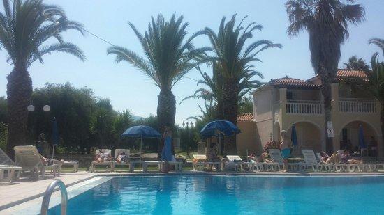 Pythari Apartments: Best pool in laganas!!!!