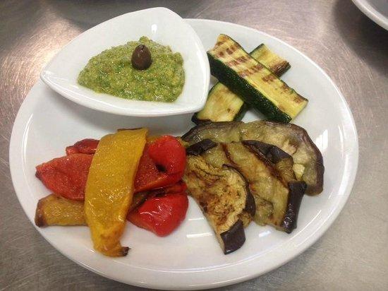 Trattoria Risorgimento: Verdure grigliate e Bagnet verde
