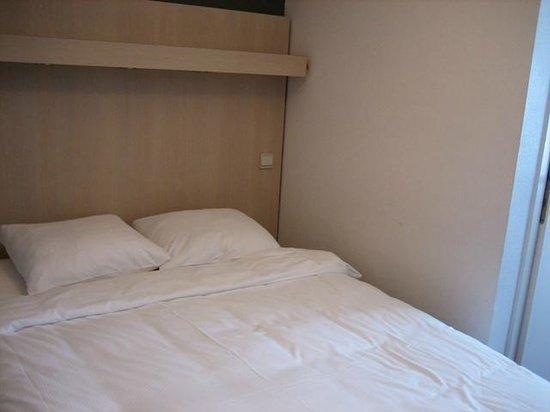 Hotel Du Soleil : Двухспальная кровать