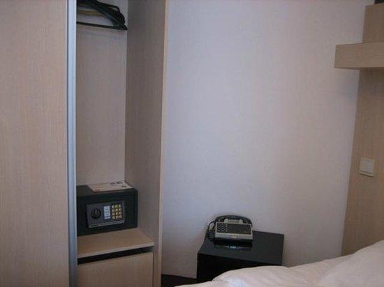 Hotel Du Soleil : Шкаф с бесплатным сейфом