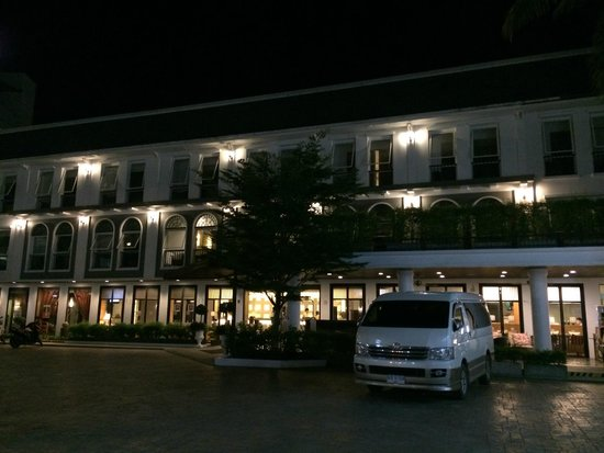 Sawaddi Patong Resort & Spa: Resort in night