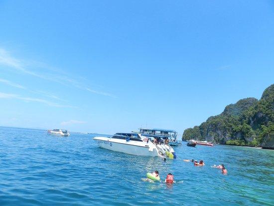 Sawaddi Patong Resort & Spa: Phi Phi Island trip is a must for visitors