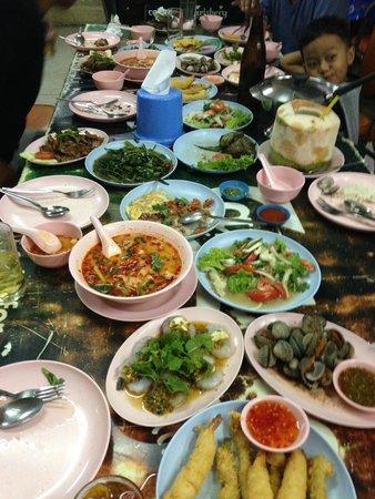 Suda Restaurant: Suda spread