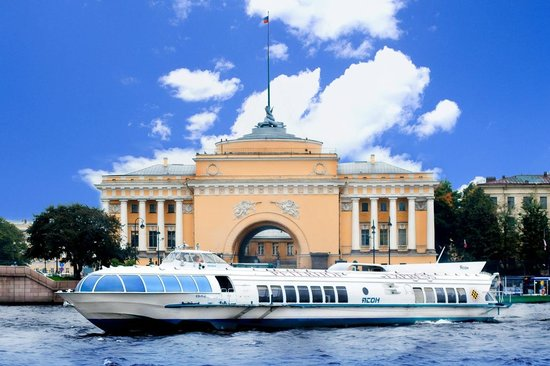 DenRus Russian Experience tour heading to Peterhof passing the Admiralty on the high speed Hydro