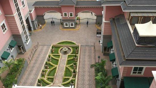Villa Rosa Kempinski Nairobi: Front entrance