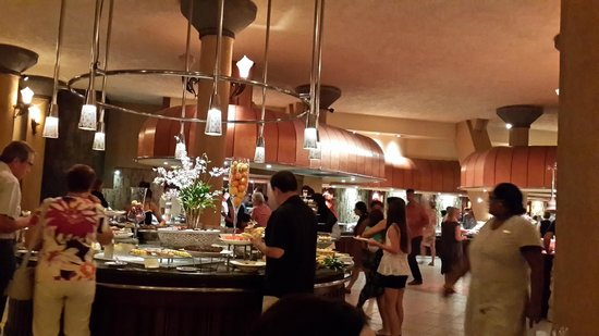 Victoria Beachcomber Resort & Spa: Buffet restaurant