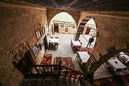 Old Greek House Restaurant and Hotel : The covered atrium from the stairway