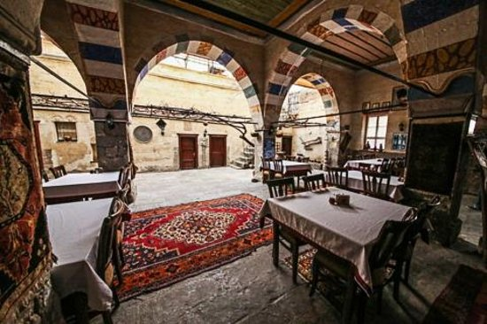 Old Greek House Restaurant and Hotel : Interior covered atrium, open to the air.