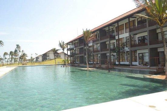 Anantaya Resort & Spa Chilaw: Ananthaya's lovey pool