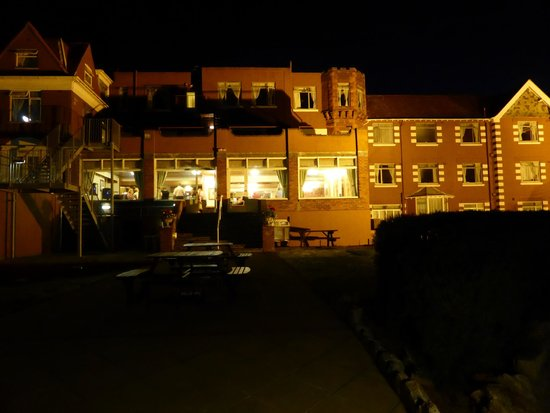 BEST WESTERN Livermead Cliff Hotel: Hotel by night