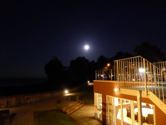 BEST WESTERN Livermead Cliff Hotel: View at night