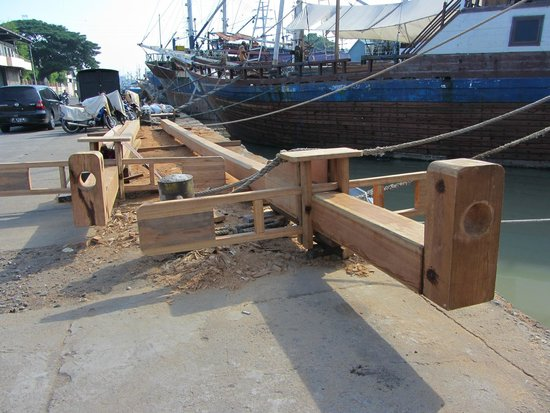 traditional ship building - Picture of Authentic Java ...