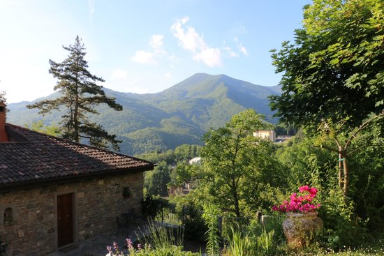Hotel il Fondaccio: View of garden room and beyond