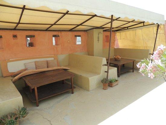 Dar Victoria: salons pour les petits déjeuners sur la terrasse