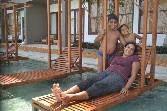 Anantaya Resort & Spa Chilaw: Ananthaya's poolside