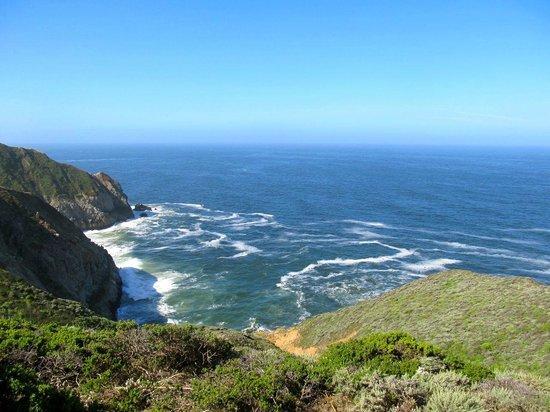 Devil's Slide Trail: Blue ocean