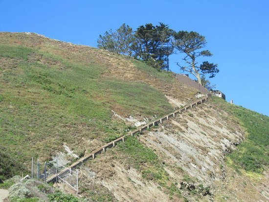 Pacifica, Californië: Stairs to the former observation post