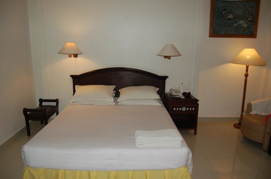 Bali Summer Hotel: the bed