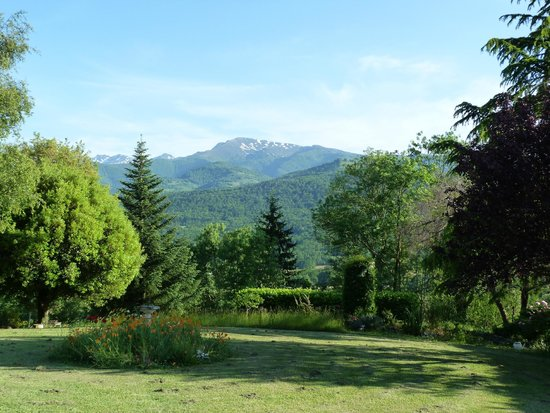 Las Coumeilles Chambre d'Hote: stunning view from the garden