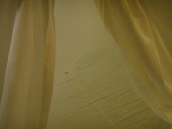 Crown Lanta Resort & Spa : Period pain stain on the mattress protector