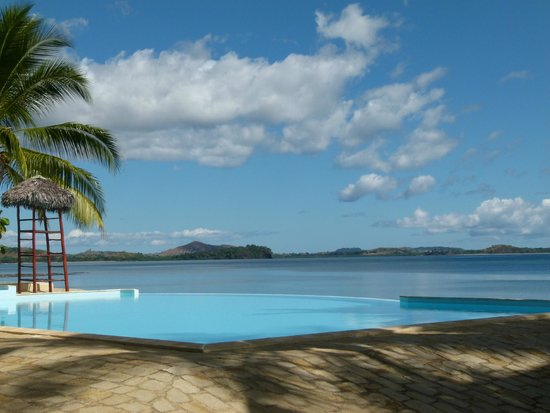 Anjiamarango Beach Resort: Pool and ocean