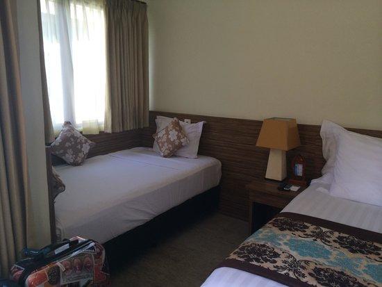 Hotel Vila Ombak : Chambre d'un bungalow privé