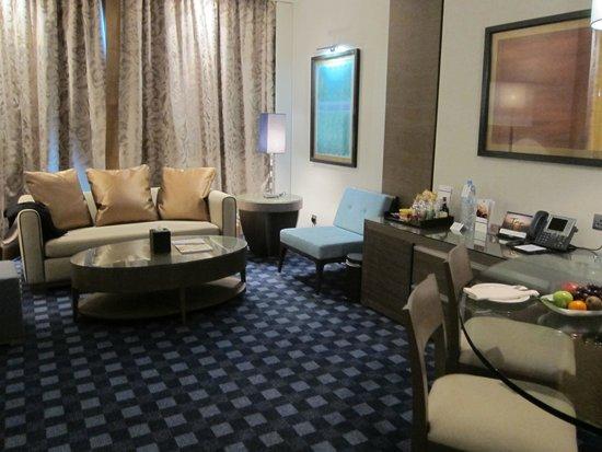 Park Rotana Abu Dhabi: spacious room
