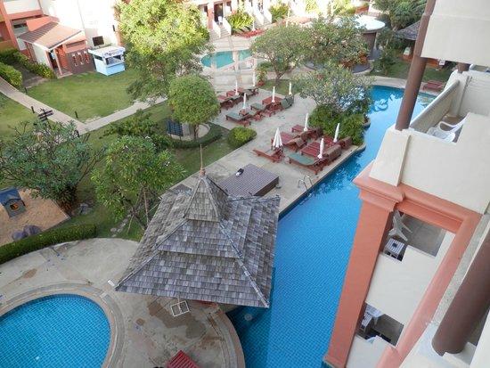 Kata Sea Breeze Resort: Территория отеля