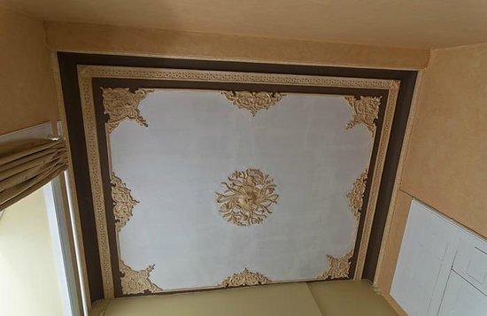 Hotel Aguila: Simetrías en el techo...