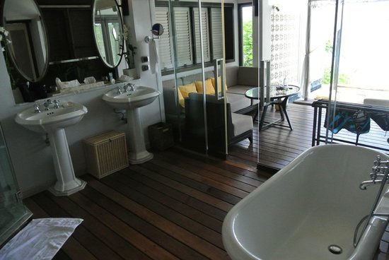 The Shore at Katathani: Our dream bathroom