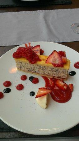 Canvas Restaurant : Strawberries and cream panacotta
