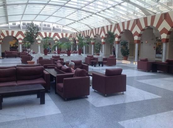 Silken Al-Andalus Palace Hotel : Una zona común