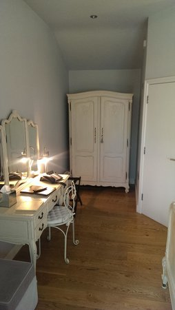 The Old House at Home Inn: Each of Our 6 rooms have a different Feel with some amazing Features thanks to Sally Warburton