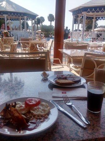 ClubHotel Riu Paraiso Lanzarote Resort: Desayuno