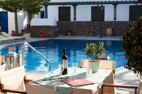 Hotel Mathios Village: great meals and wine