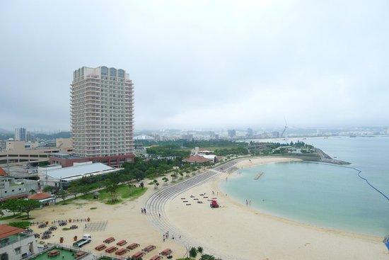 Vessel hotel campana Okinawa: 日落海灘景觀