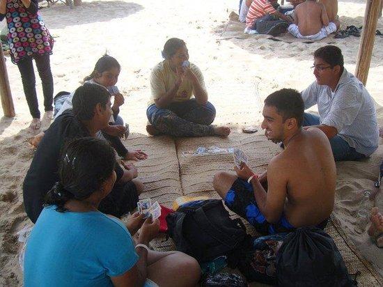 Bongoyo Island: A game of cards