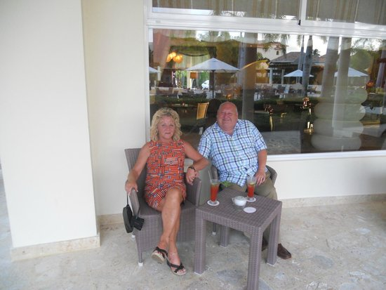 Secrets Royal Beach Punta Cana : Chilling with a G&T and a Vino Blanco