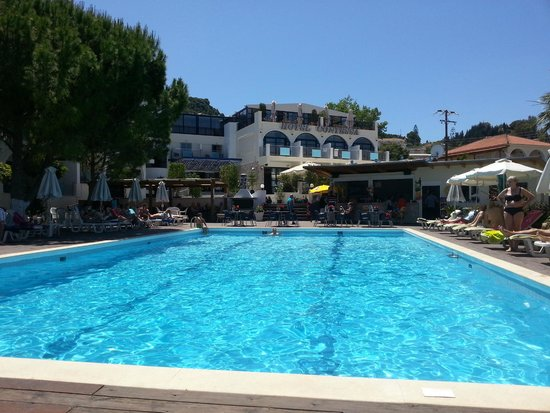 Contessa Hotel : view of hotel from sunbeds