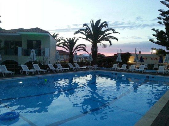 Contessa Hotel : pool in the evening