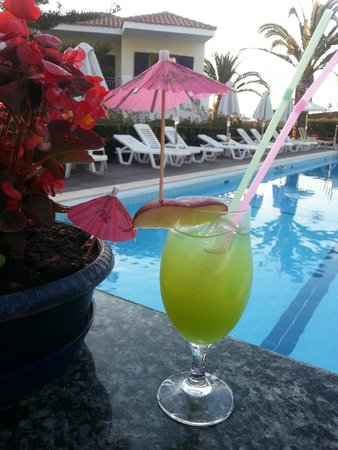 Contessa Hotel : cocktail from pool bar