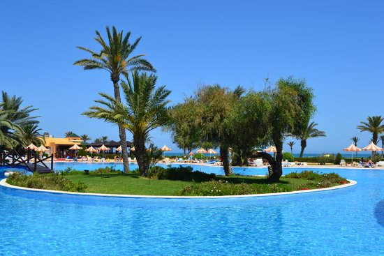 Nour Palace Resort : pool with small island